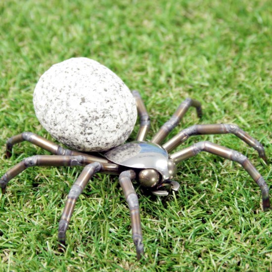Deko Spinne aus Edelstahl und Stein