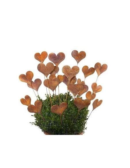 viele Herzen in einem Buchsbaum als Deko