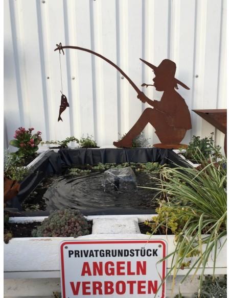 Fischender Angler Manni auf Platte, 60 cm hoch aus Edelrost zur Gartendeko