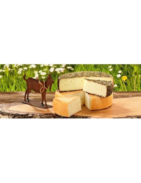 Deko Ziege als Tischdeko Ziege Käse aus dem Allgäu und Metalldeko kombiniert