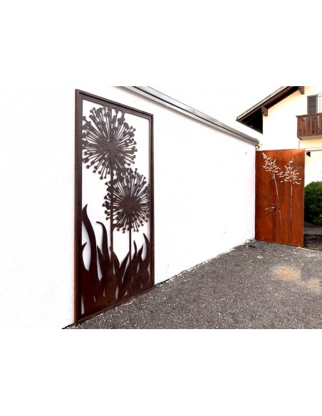 Sichtschutz an Garagenwand als dekorative Verkleidung und Verschönerung