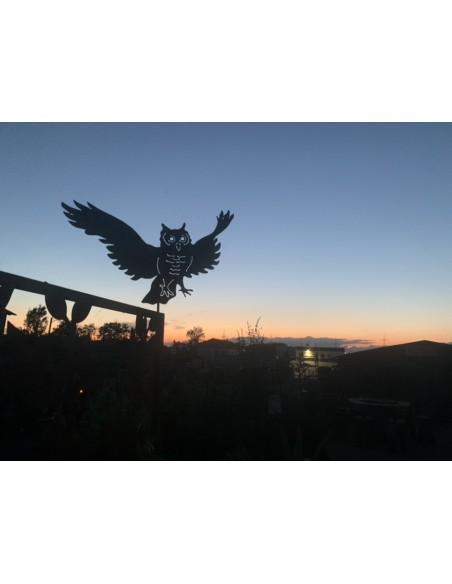 lebensgroße Eule fliegend als Gartenstecker (100 cm langer Stab)