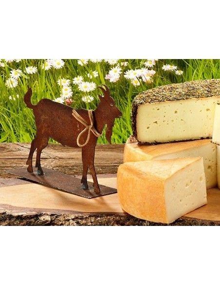 Allgäu Deko Ziege neben Käsebrett - perfekt für den Tisch als Tischdeko zur Allgäuer Brotzeit
