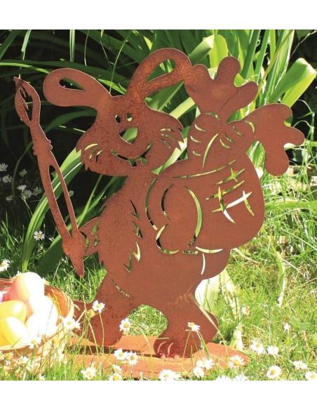 Rostiger Hase der Eier bemalt mit Pinsel in der Hand