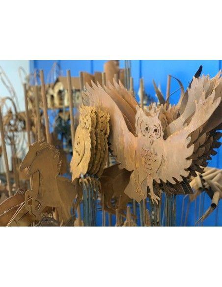 Deko Eulen lebensgroße Eule fliegend als Gartenstecker (100 cm langer Stab) lebensgroße Eule fliegend als Gartenstecker auf Sta