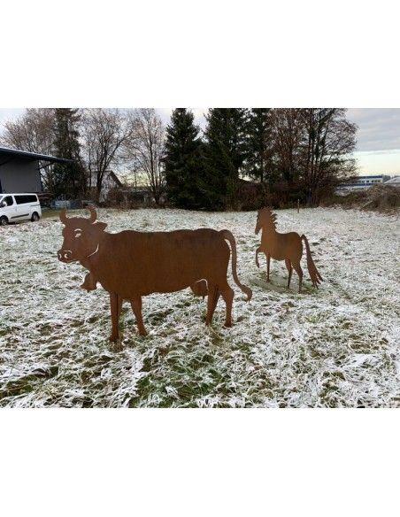 Kühe und Kälber Deko Kuh lebensgroß 140 x 200 cm - Tierfigur für den Garten  Diese handwerklich gefertigte Deko Kuh ist eine le