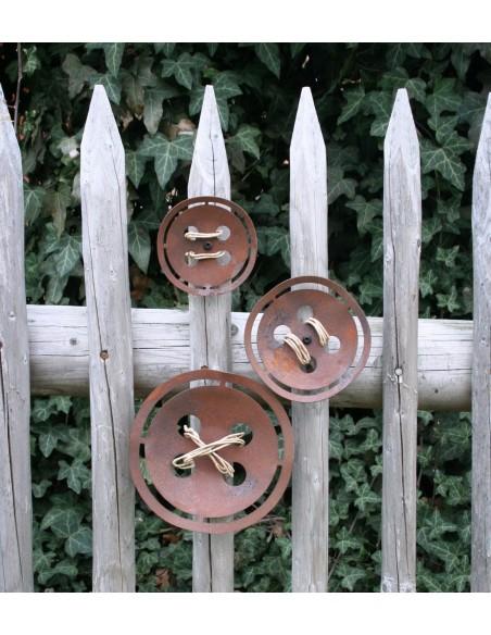 Gartenzaun Deko mit einem Knopf aus Metall Rost