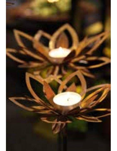 Frühlingsdeko Blüte - Cherie - Ø 23 cm mit Hülse für Stab  in die Mitte passt ein Teelicht kann nach belieben auf und zugeboge