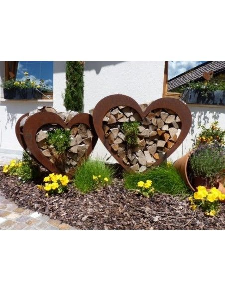 Kaminholz Herz für Holz als Gartendeko Rost