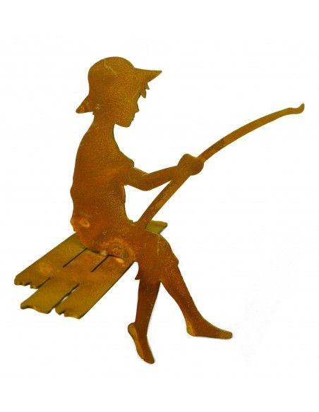 Gartenteich Mini Angler - Finn - 15 cm auf Steg sitzend als Kantenhocker - Rost Angler Gesamthöhe 15 cm, Tiefe 15 cm Kleiner A