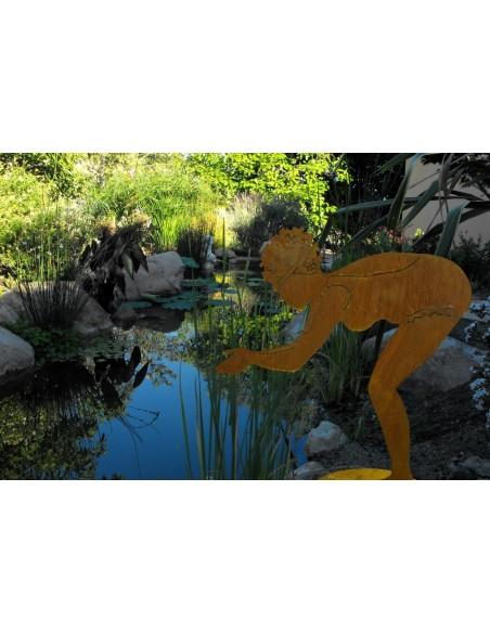 Berta - Edelrost Badefigur 75 cm hoch auf Platte